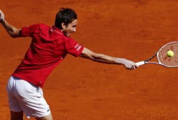 Даниил Медведев выиграл первый матч после восстановления от коронавируса